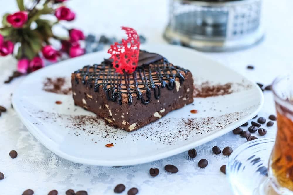 Σοκολατόπιτα με αλεύρι ντίνκελ και σιμιγδάλι ψιλό ζέας