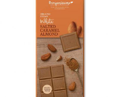 Βιολογική λευκή σοκολάτα με αλατισμένη καραμέλα & αμύγδαλα 70g, Benjamissimo
